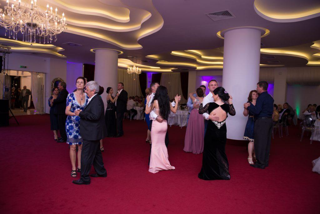 Fotograf profesionist din Craiova. Fotografie nunta, botez si orice fel de alte eveniment.